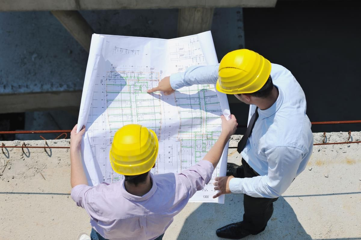 Обсуждение плана постройки.