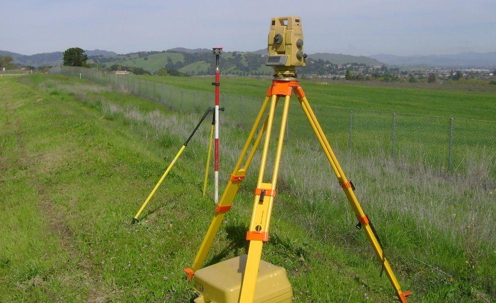 В некоторых случаях нужна начальная оценка местности Тахеометром.
