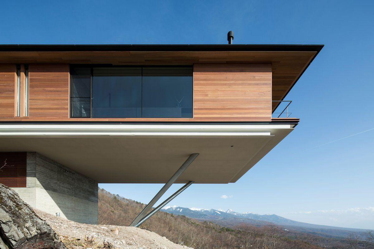 Комбинированный свайно-плитный фундамент в сложных условиях гористой местности.