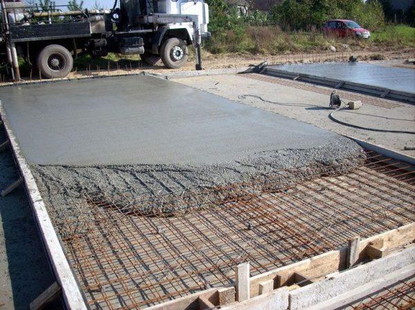Заливка монолитной плиты: инструкция по шагам.