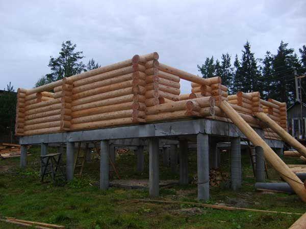 Возведение дома на свайном фундаменте с монолитным ростверком.