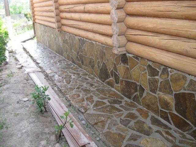 Пример отделки натуральным камнем.