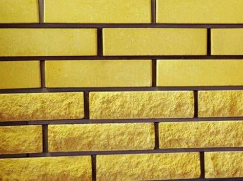 Желтый облицовочный кирпич сразу в двух вариациях.