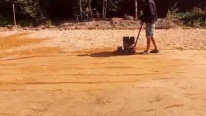 Утрамбовка песчаной подушки под монолитную плиту.